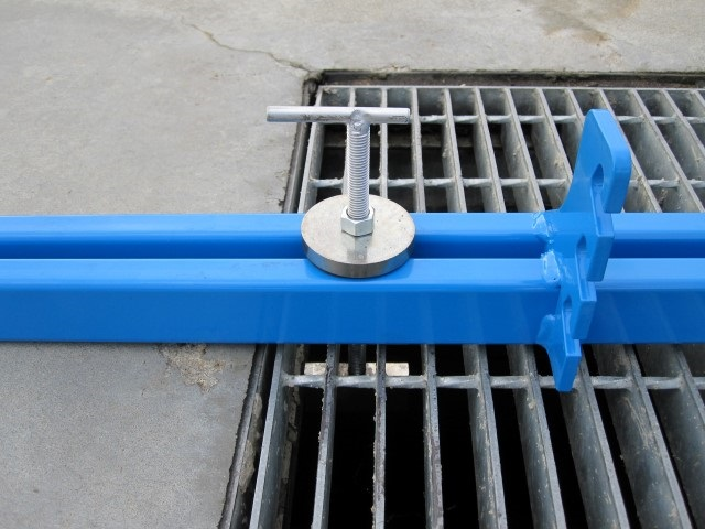 Lifter2 - DRAIN COVER LIFTER - Raptor XC
