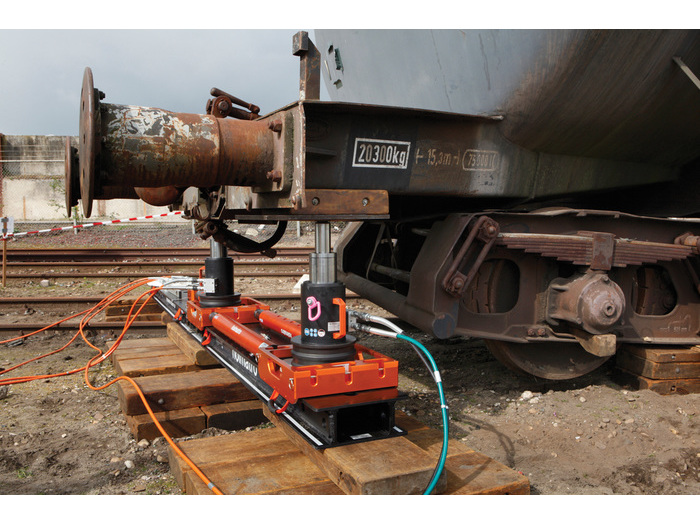 products 700 525 q94 extent bgffffff 15993 15993 rerailing system - Holmatro Rerailing System